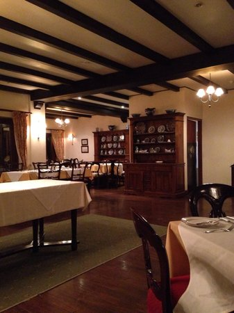 Lake Duluti Serena Hotel : The Main dining room where food is served. Has a very English feel about it.