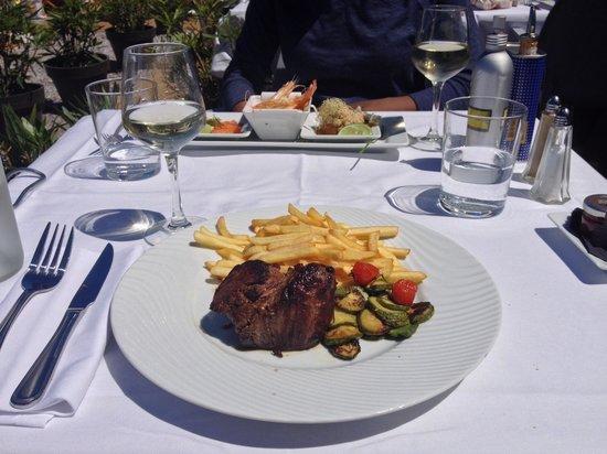 Plage Restaurant Paloma Beach : Beef Filet & Fries