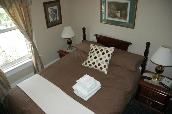 Windsor Guest House: Diana Room