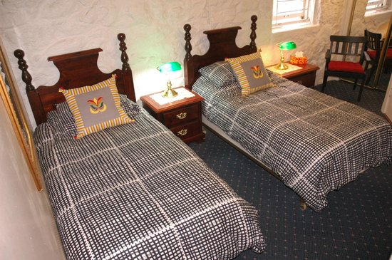 Windsor Guest House: James Room