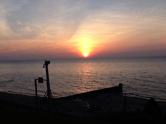Lakeland Lodges: Lake Erie sunset