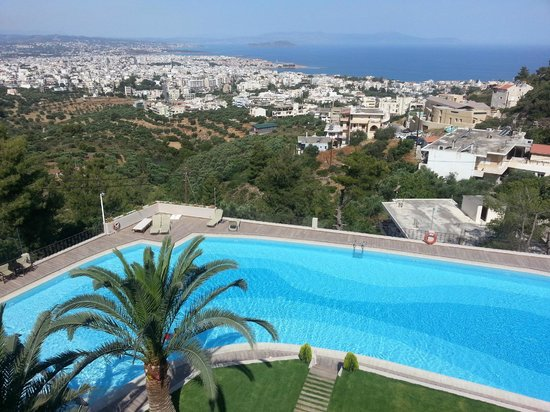 Royal Sun Hotel: View from restaurant - swiming pool and Chania city