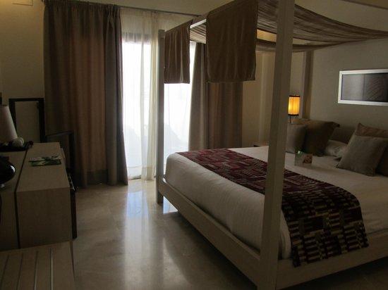 Hotel Fuerte Estepona : DORMITORIO PRINCIPAL