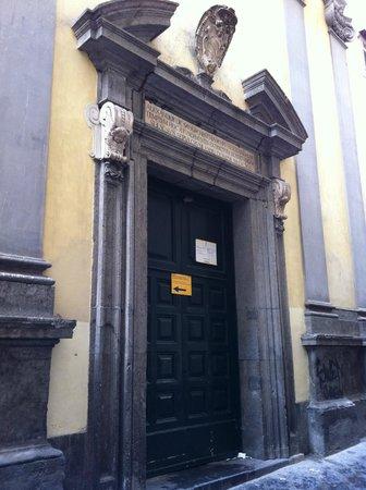 Ingresso dalla strada della Cappella Sansevero