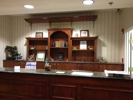 Country Inn & Suites By Carlson, Boone: Front Desk