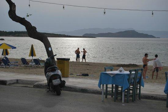 Akrogiali Taverna : View from taverna