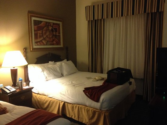 Holiday Inn Express Lawrenceville: Bed - very comfortable