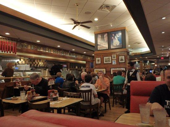 Kenny & Ziggy's New York Deli: restaurant interior 2
