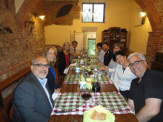 Agriturismo le Caggiole: Family style dinner. Good food, great wine and good company.