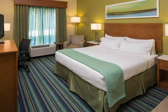 Holiday Inn Express Clermont: A King Standard Room