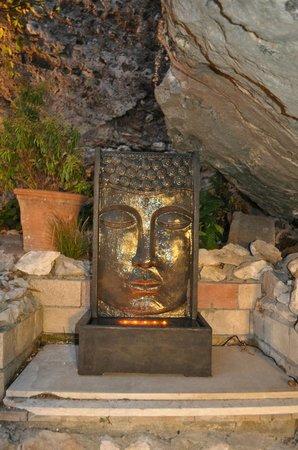 Ristorante Paradiso Perduto: The fountain
