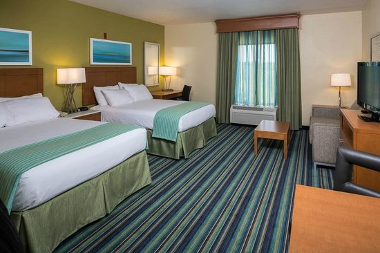Holiday Inn Express Clermont: Our 2 Queen Delux Room - We only have TWO!