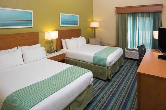 Holiday Inn Express Clermont: A 2 Queen Standard