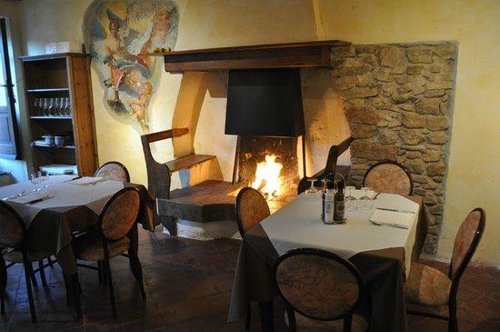 Ristorante Paradiso Perduto: For cold evenings, lit fireplace