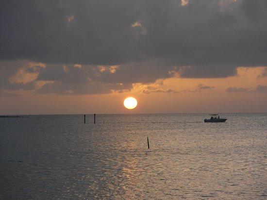 Breezy Palms Resort: Sunrise