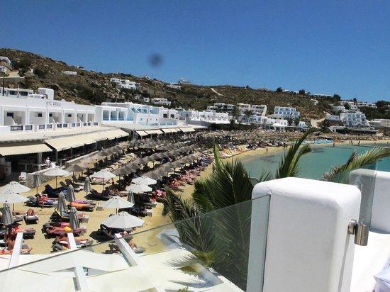 Petinos Hotel: Platys Gialos beach from hotel pool.