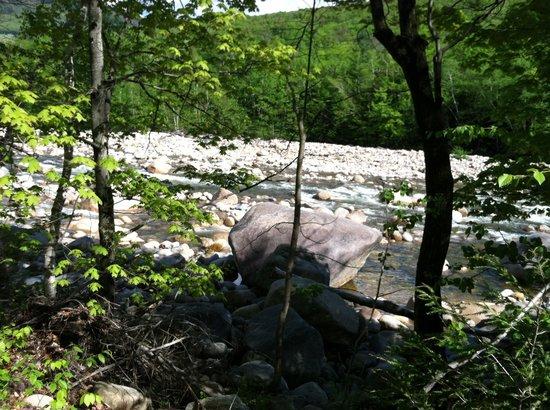 InnSeason Resorts Pollard Brook: Walking along the River