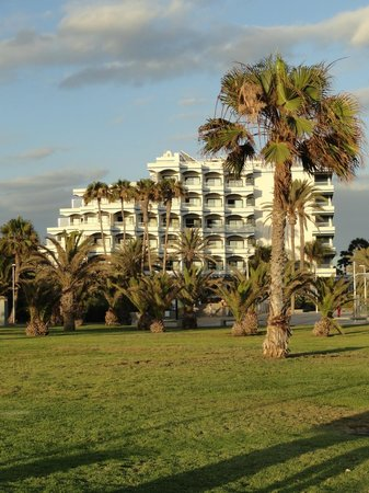 IFA Faro Hotel: View of the hotel from the plaza