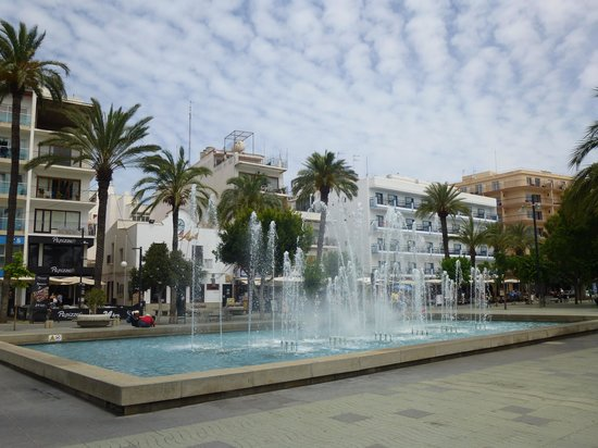 Fiesta Hotel Milord : fountains at the square in main town