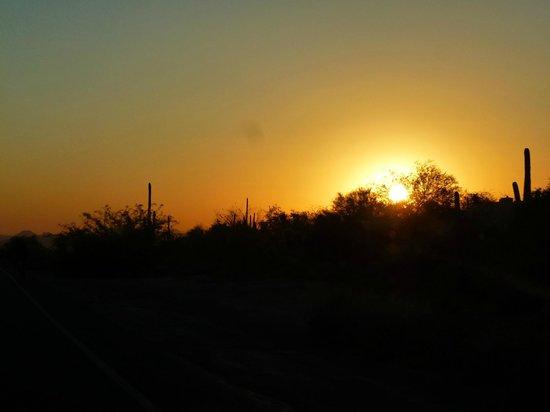 Pinnacle Peak Park: Sunset beckons