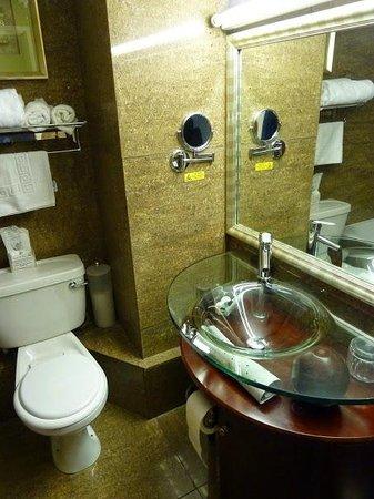 Durrant House: Bathroom