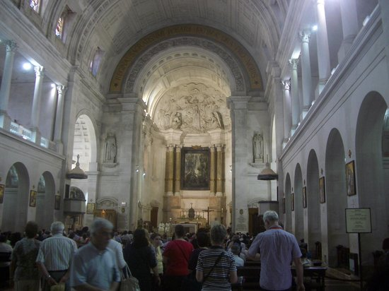 Shrine of our Lady of the Rosary of Fatima: Inside Our Lady of Fatima Basilica