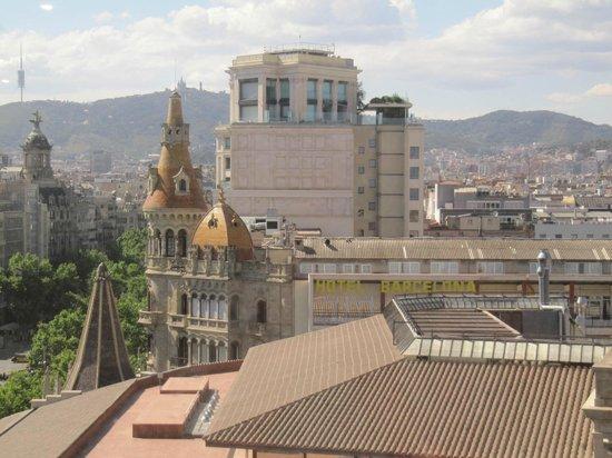 Barcelona Atiram Hotel: Blick vom Kaufhaus El Corte Ingles zum Hotel