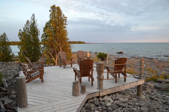 Acres on the Lake Bed and Breakfast: Deck