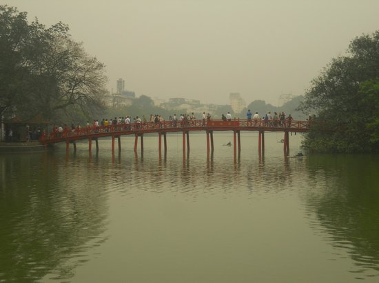 Hanoi Tirant Hotel: Hoan Kiem lake in short distance of hotel