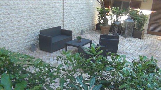 Orcagna Hotel: Un pequeño y agradable patio interior.