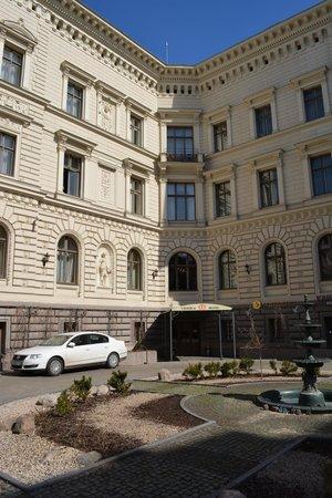 Europa Royale Riga: Вход в отель