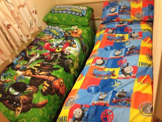 Golden Coast Holiday Village: Boys beds!