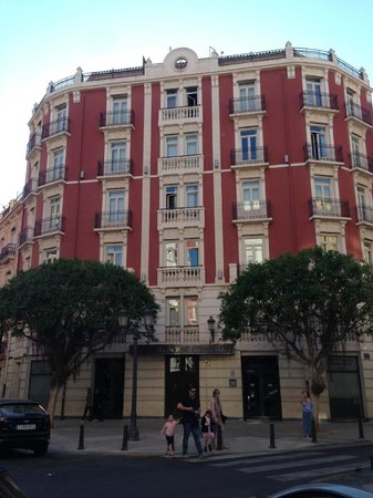 Petit Palace Germanias: La facciata