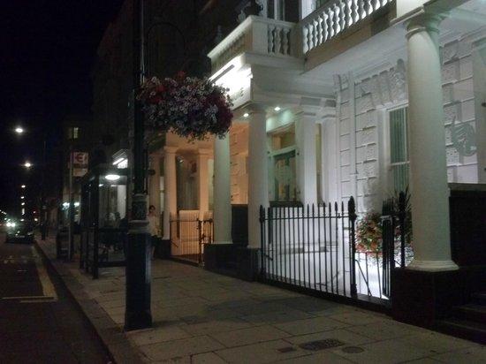 Luna & Simone Hotel: L'entrée de l'hotel