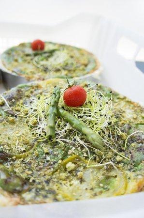 La Tartentière : asperges, tomates vertes et pistou
