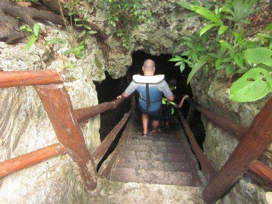 Edventure Tours: Entering the second cenote