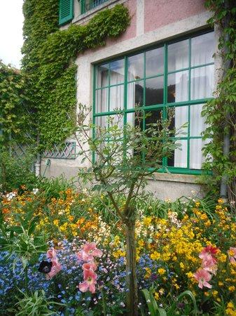 Maison et jardins de Claude Monet : Front of Monet's house