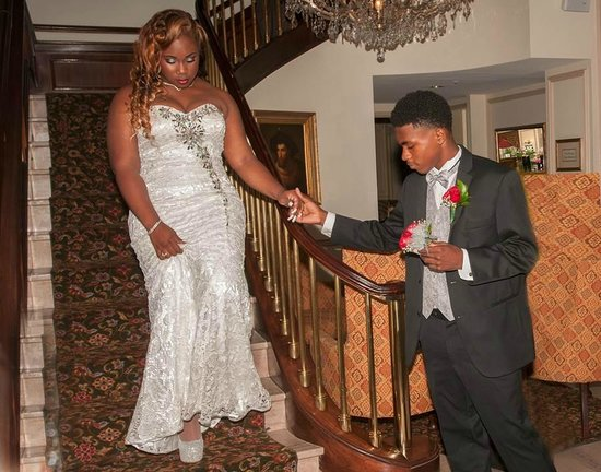 Phoenix Park Hotel: My daughter is received by my son for her prom in the lobby of the hotel!...CLASSY!!!