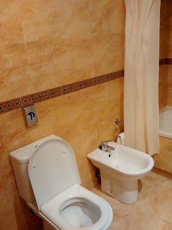 Senator Cadiz Spa Hotel: vista baño
