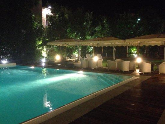 Villa Maria Cristina : La piscina
