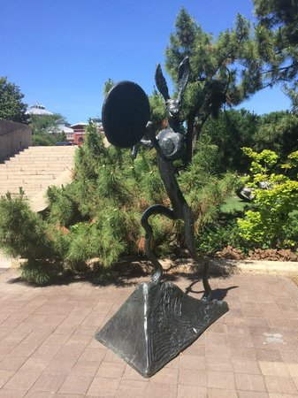 Hirshhorn Museum and Sculpture Garden : Sculpture Garden Find