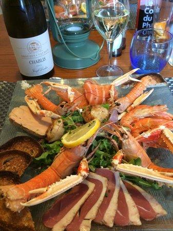 Louannec, France : assiette terre mer avec langoustines foie gras etc