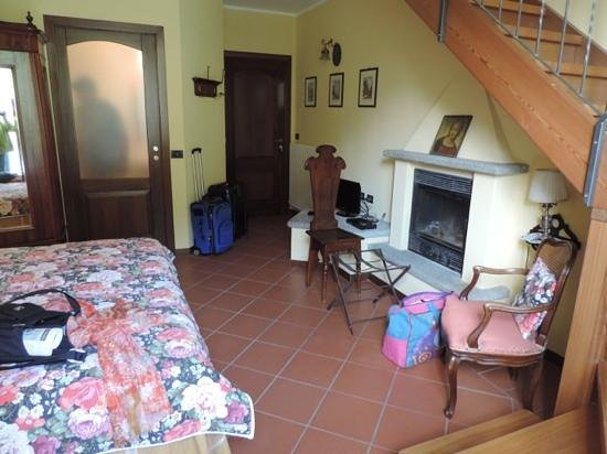 Hotel Olivedo : Another view of Room # 10