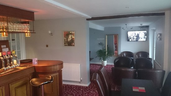 Badgers Mount Hotel: Another view of the bar