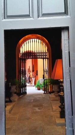 Boutique Hotel Casa del Poeta: ENTRY TO HOTEL COURTYARD