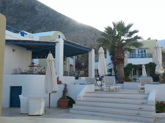 Tamarix del Mar: leading to the pool and bar
