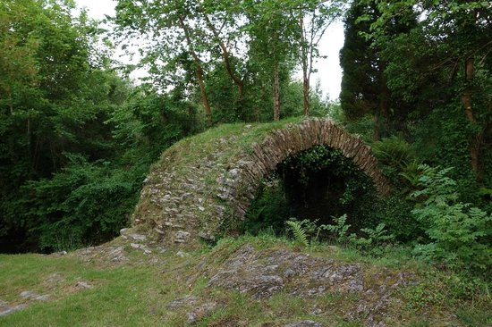 Rockcrest House Kenmare: Ancient bridge a 2-min walk away