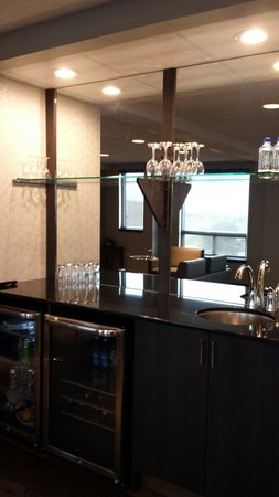 Hotel Blackfoot: Summit lounge bar area - no booze NOT included
