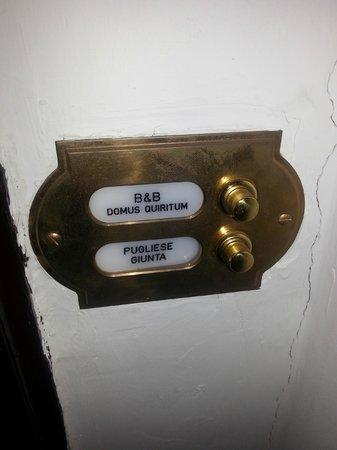 Domus Quiritum B&B: Doorbell
