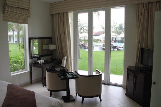 Boutique Hoi An Resort: Zimmer am Pool